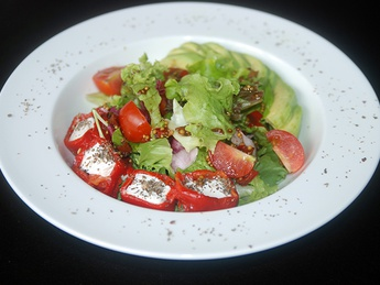Salad with baked peppers and avocado
