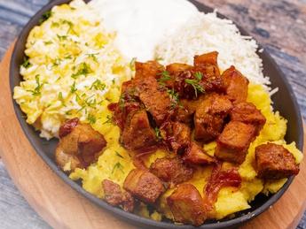 Mamaliga with pork tokana