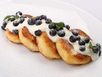 Pancakes with sour cream and berries