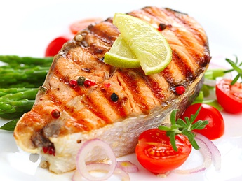 Grilled salmon steak (weight product)