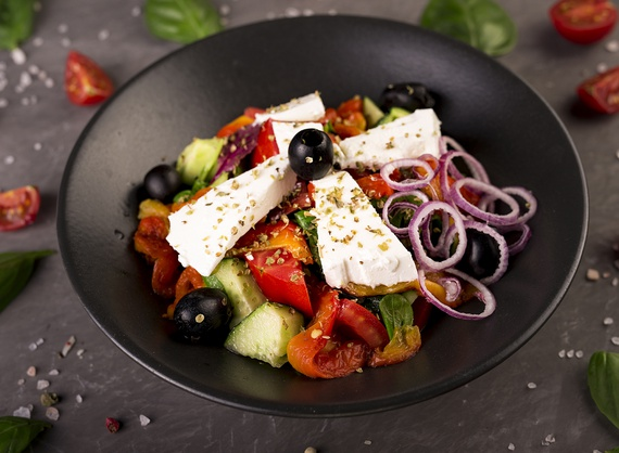 Vegetable salad with baked bell-pepper