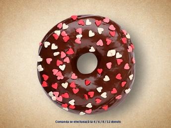 Пончик с шоколадом (декор сердечками)