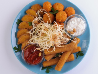 Cheese platter, fried in breading