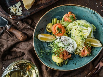 Salmon salad with asparagus and poached egg