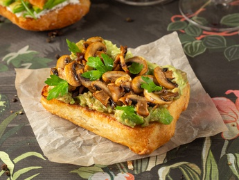Bruschetta with mushrooms and guacamole