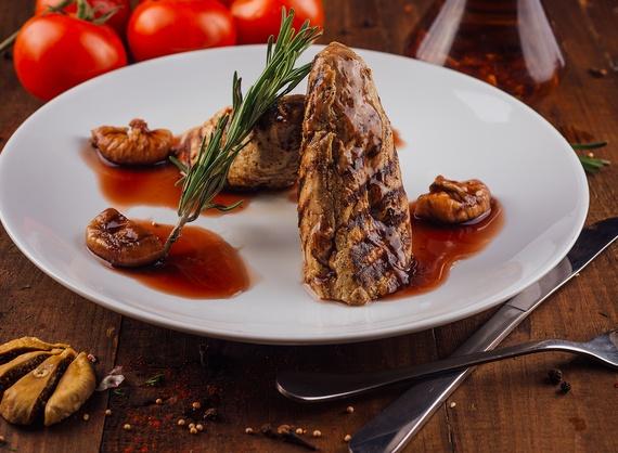 Pork tenderloin with fig sauce