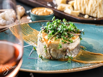 Dorado fillet gratin with shrimps