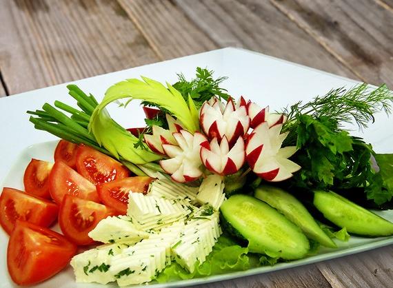 Platou cu legume proaspete