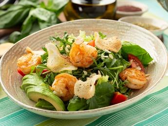 Green salad with avocado and shrimp