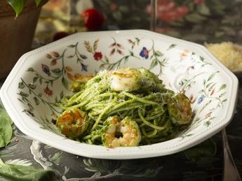 Pasta with prawns in pesto sauce