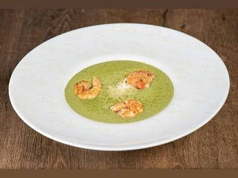 Крем-суп из шпината с тигровыми креветками