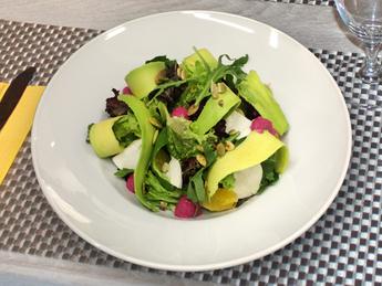 Salad with avocado and mozzarella