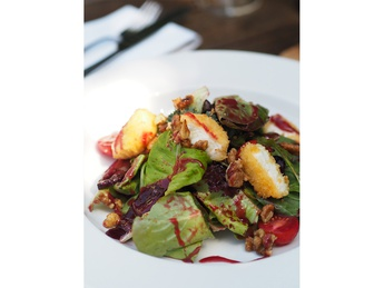 Salad leaves with fried goat cheese and beetroot