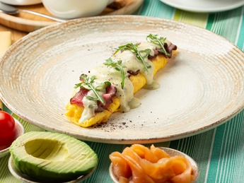 Omelet with roast beef in a creamy sauce