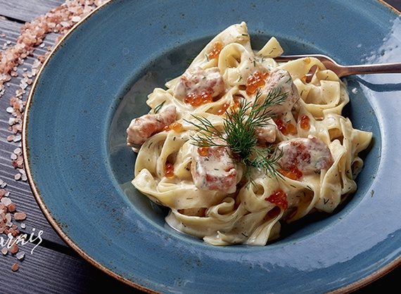 Fettuccine with salmon and caviar