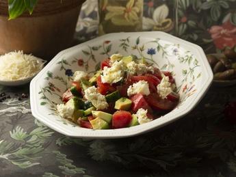 Vegetable salad with mozzarella