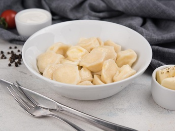 Cottage cheese dumplings with sour cream