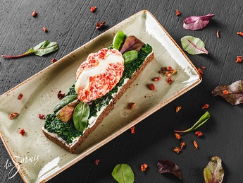 Bruschetta with poached eggs, spinach, salmon and ch
