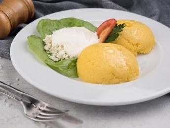 Mămaăligă with Cheese and Sour Cream