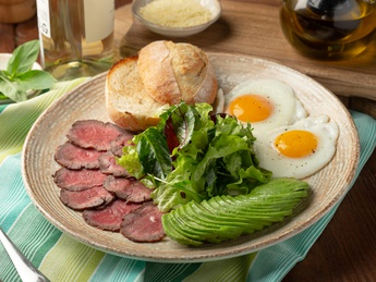 Fried eggs with roast beef and avocado