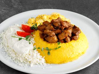 Moldovan mămăligă with chicken stew