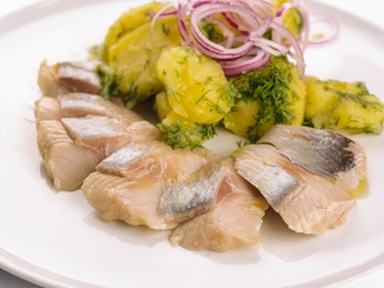 Danube herring with marinated red onions