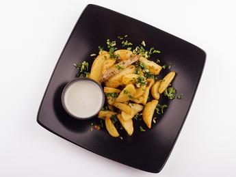 Картофель по-деревенски, с зеленью и чесноком