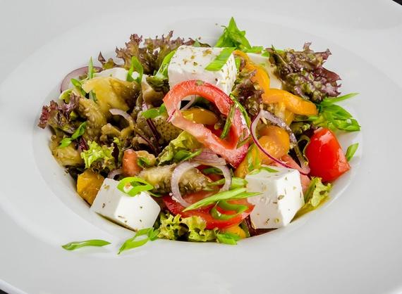 Salată din legume coapte