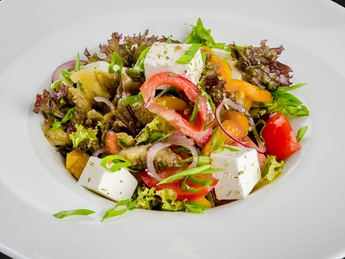 Salad with baked vegetable