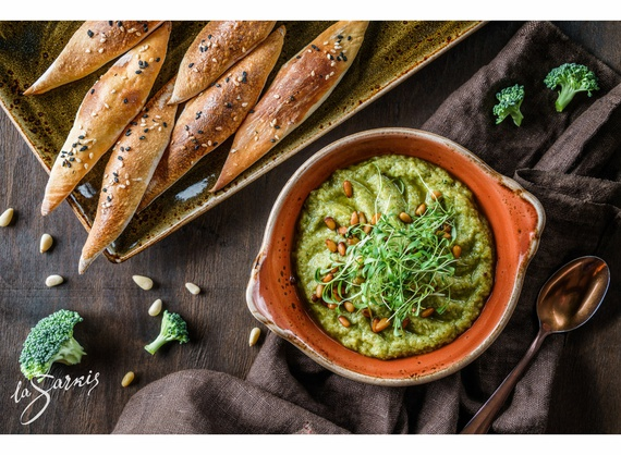 Broccoli hummus