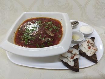 Borș roșu  cu carne de vițel
