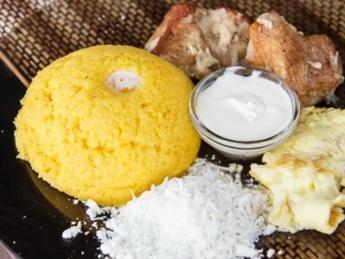 Mamaliga with egg