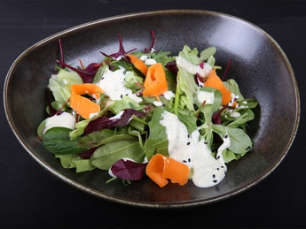 Mixed salad with blue cheese sauce