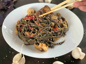 """""""Black Sea"""" noodles with seafood"""