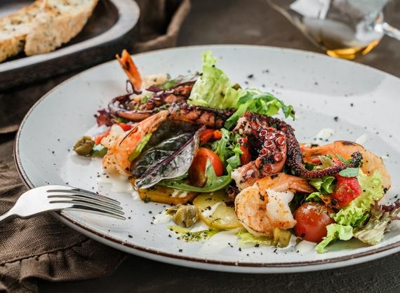 Salată din caracatiță și creveți