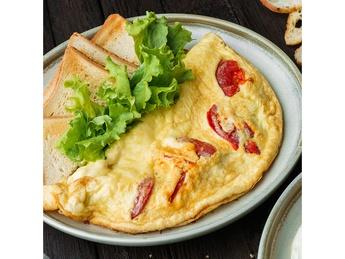 Омлет с томатами и сыром