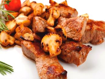 Lamb with mushrooms and garlic