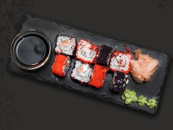 Roll Red and black with sesame