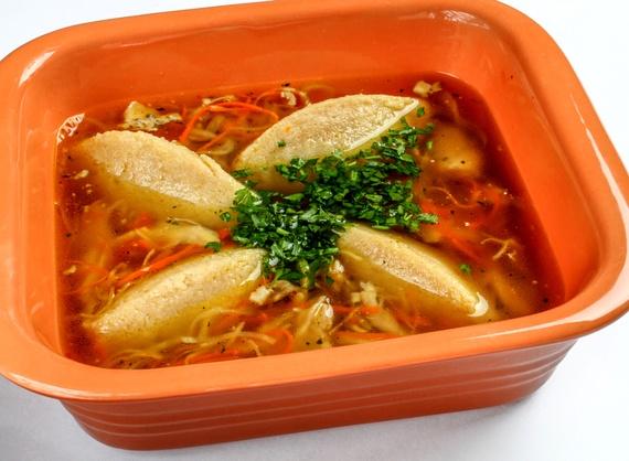 Chicken soup with bread dumplings