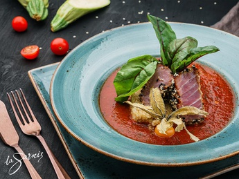 Tuna with sweet and sour sauce from pepper