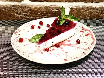 Cheesecake with raspberry confit