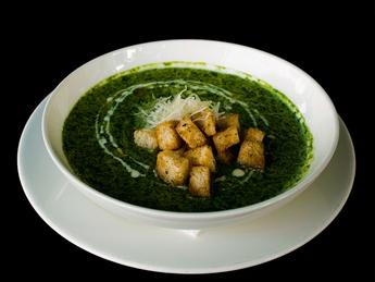 Spinach cream soup with shrimp