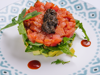 Tuna tartar wih avocado and truffle dressing