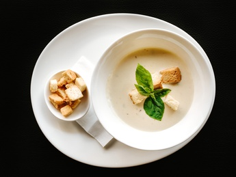 Cream soup with chicken and mushrooms