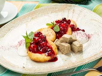 Syrniki with halva and sour cream