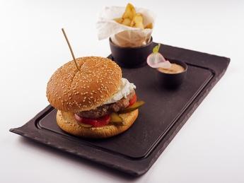 Бургер с говядиной  и сыром Моцарелла