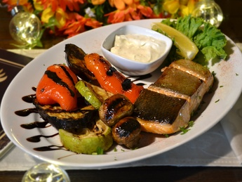 Baked salmon with grilled vegetables and sauce