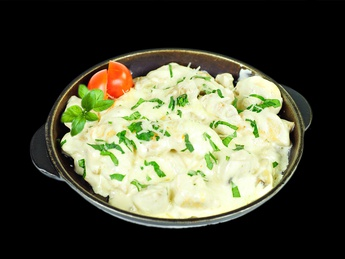 Pan with chicken in white sauce