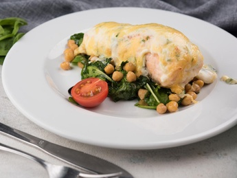 Salmon fillets with cheese sauce