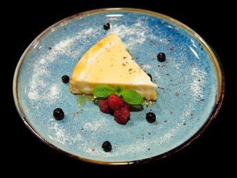 classic cheesecake with white chocolate